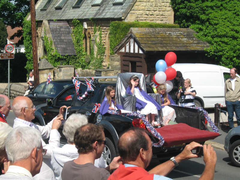 Jubilee Queen leading the procession - Jubilee 4th June 2012